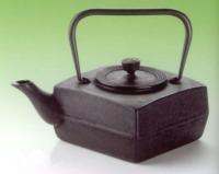 Fekete, lapos kocka fém teáskanna 1 l