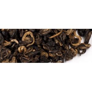 Osztályon felüli yunnani tea, sok rüggyel, pici csiga alakúra pödört levelekkel